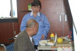 协助患者餐前餐后准备